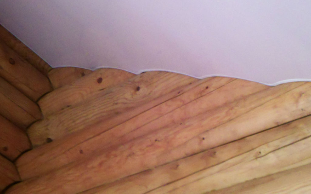 натяжные потолки для деревянного дома