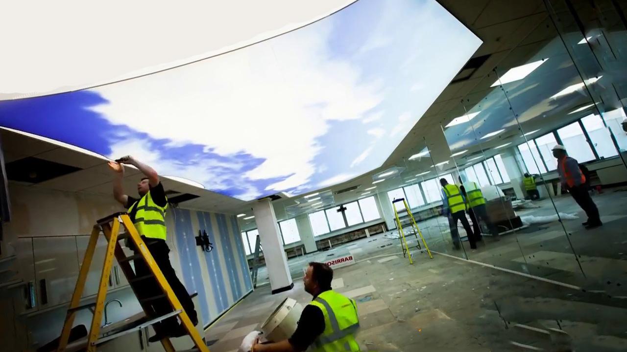 Натяжные потолки: полупрозрачные решения в декоре