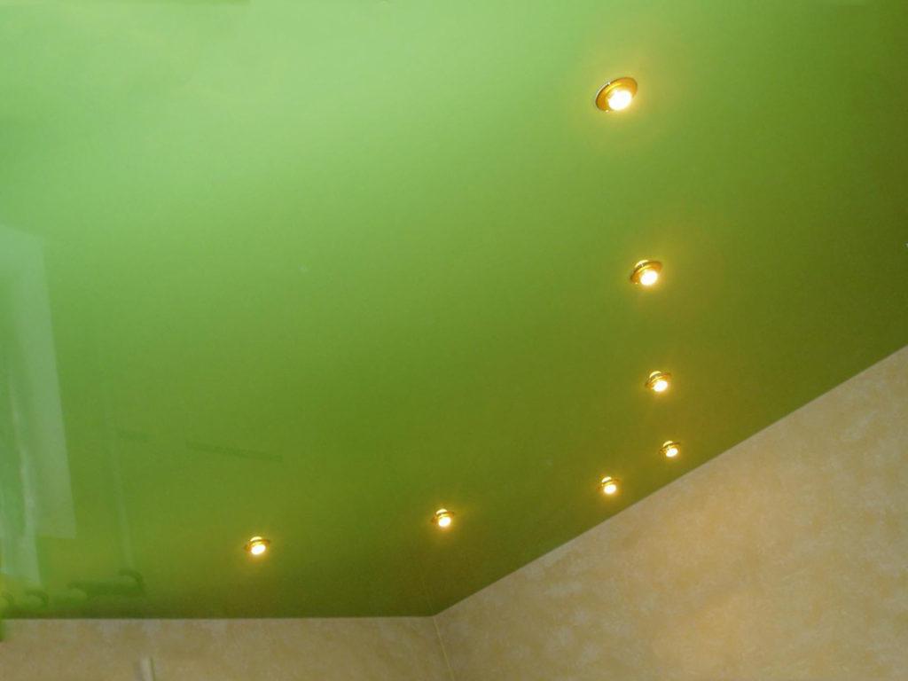 Зелёный сатиновый потолок
