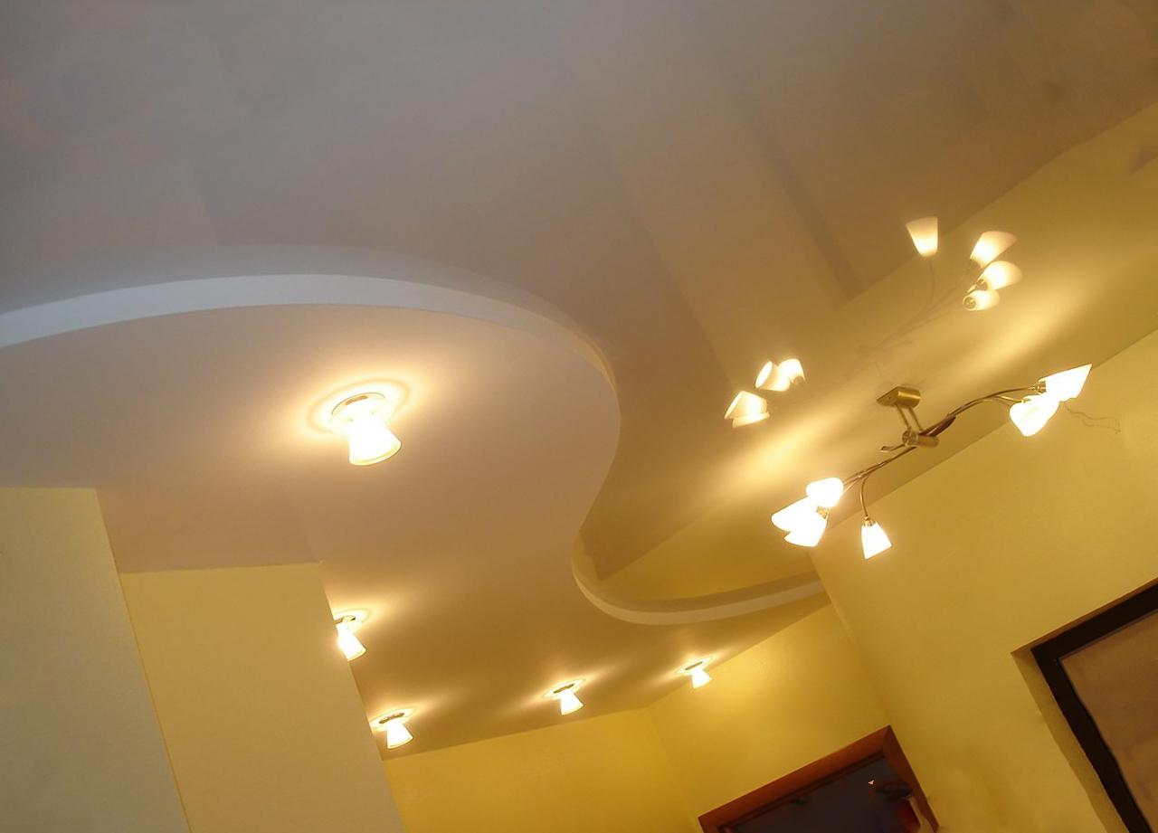 двойной натяжной потолок с подсветкой