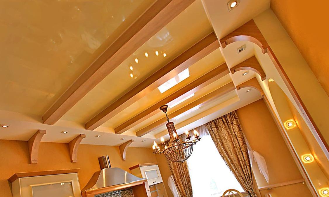 Натяжной комбинированный потолок на кухне: варианты конструкции