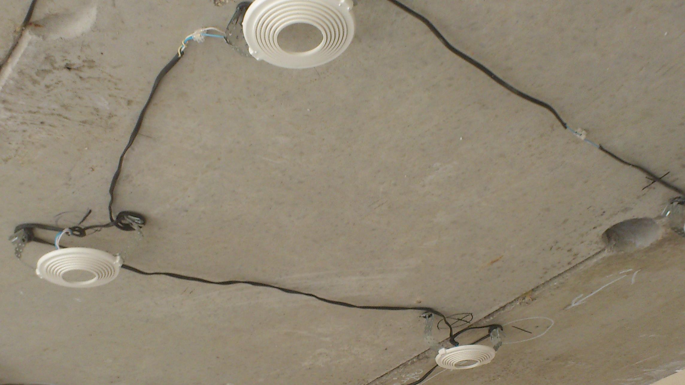 Коммуникации под потолком