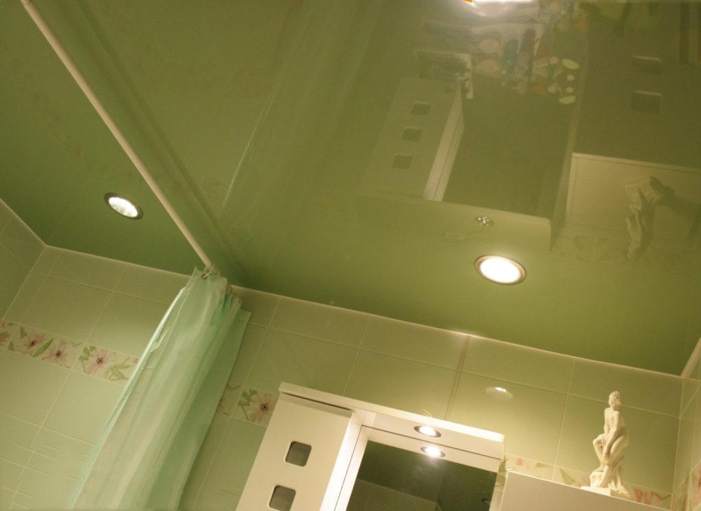 стоит выбрать глянцевый потолок?