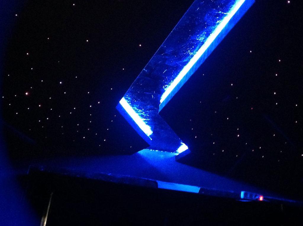 Украсить натяжной потолок звездами
