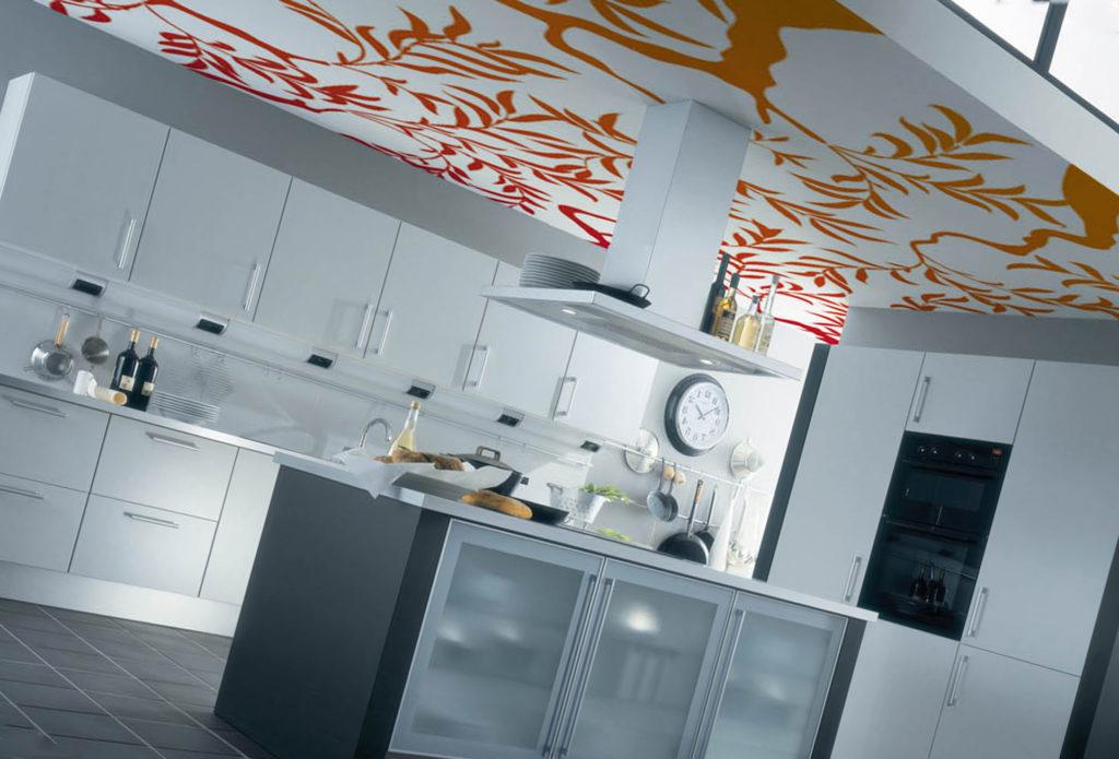 устанавливать натяжной потолок на кухне