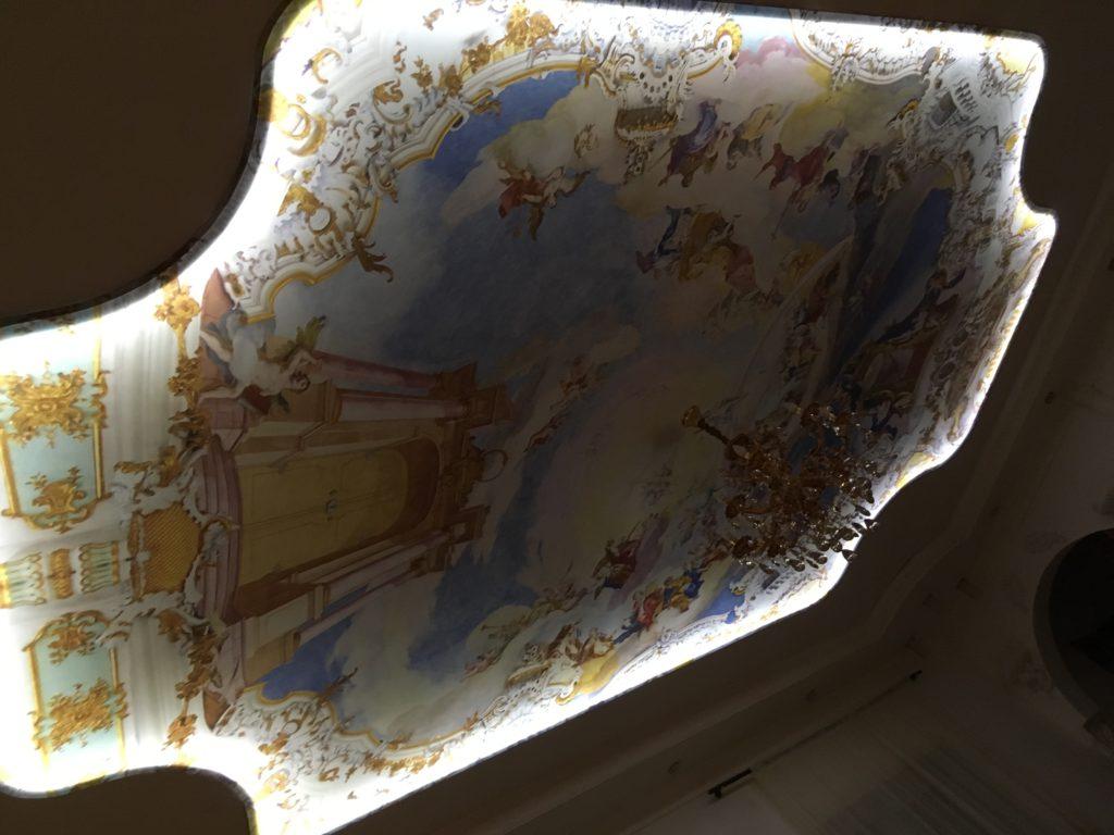 картина на натяжном потолке