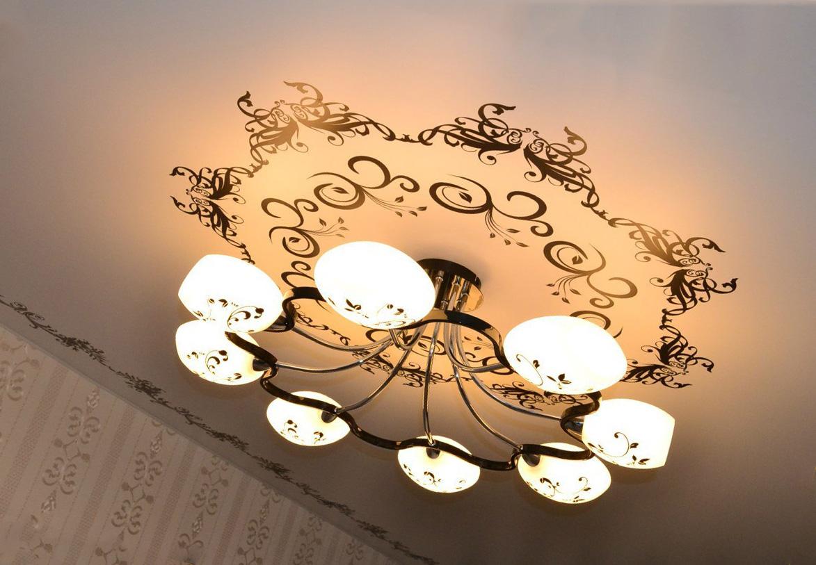 Как повесить светильники на натяжной потолок?