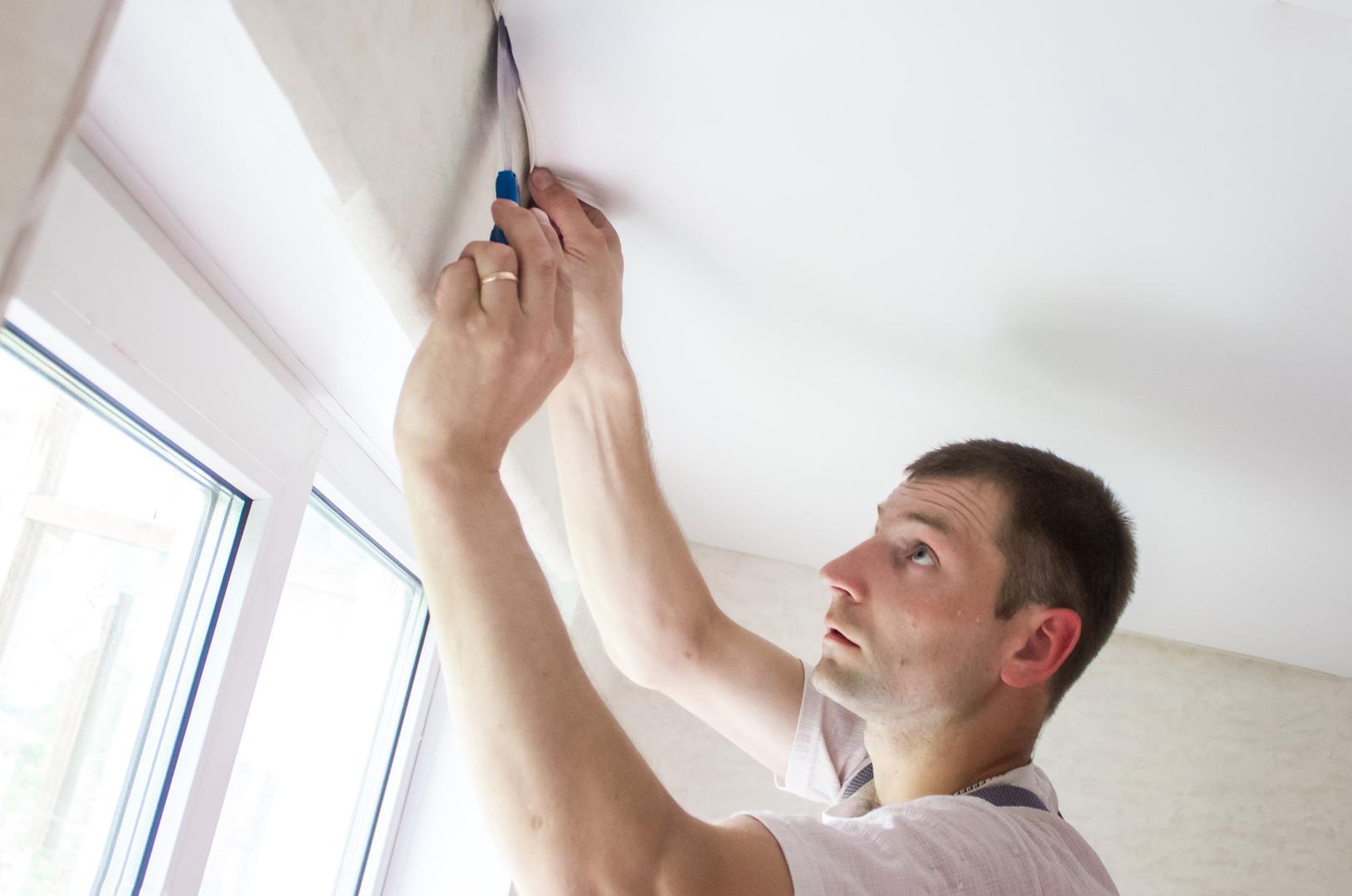 Как делается натяжной потолок