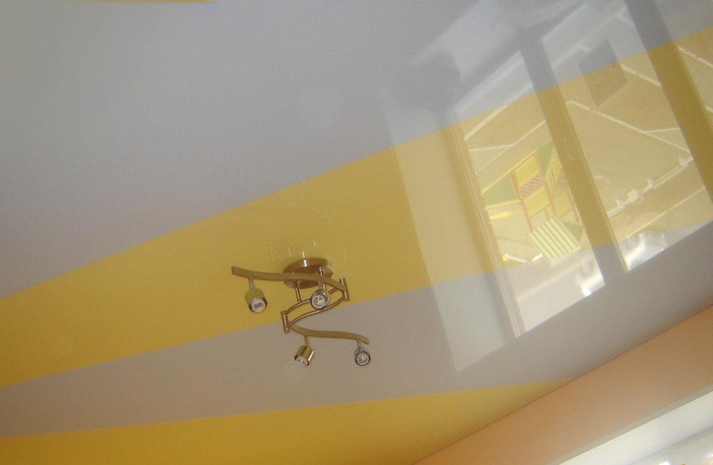 криволенейный натяжной потолок