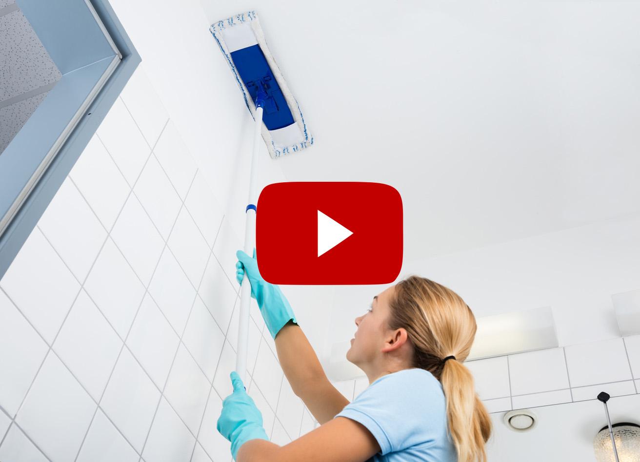 Как правильно производить уборку натяжного потолка?
