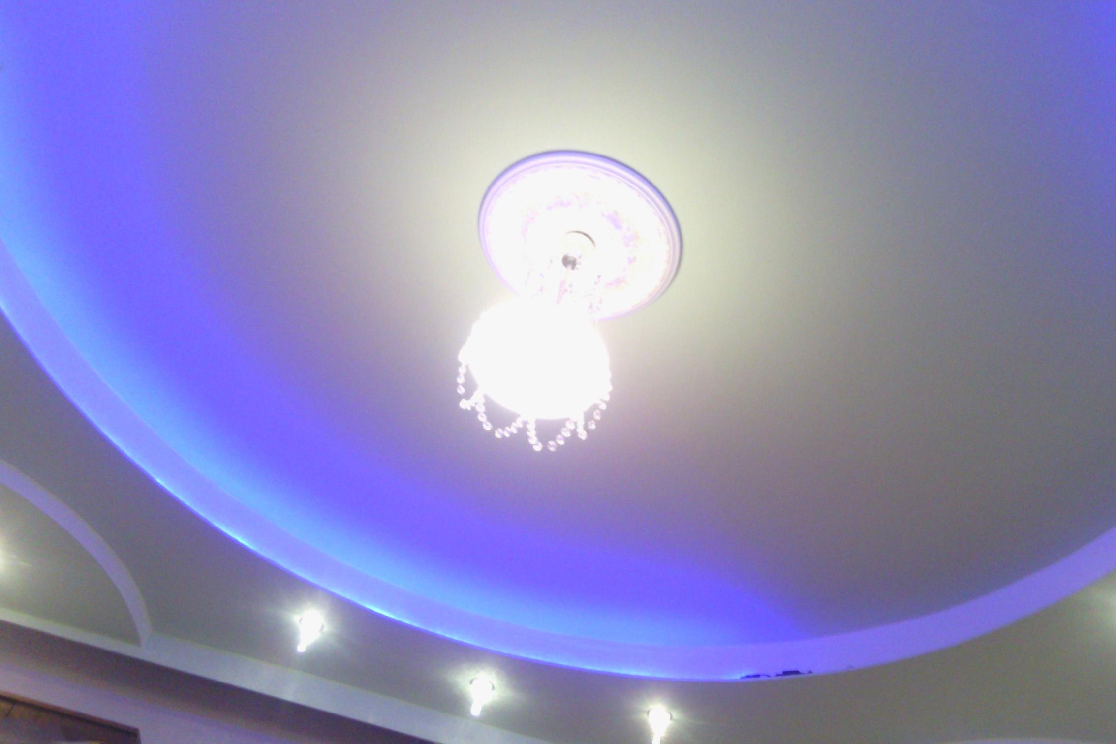 новый натяжной или подвесной потолок, а может просто побелить?