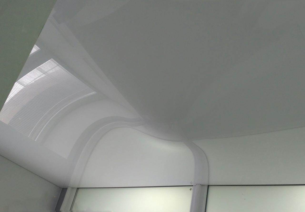 Как выполнить ремонт натяжного потолка