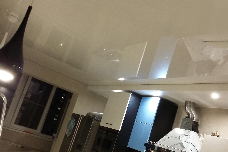 Как помыть глянцевый натяжной потолок на кухне?