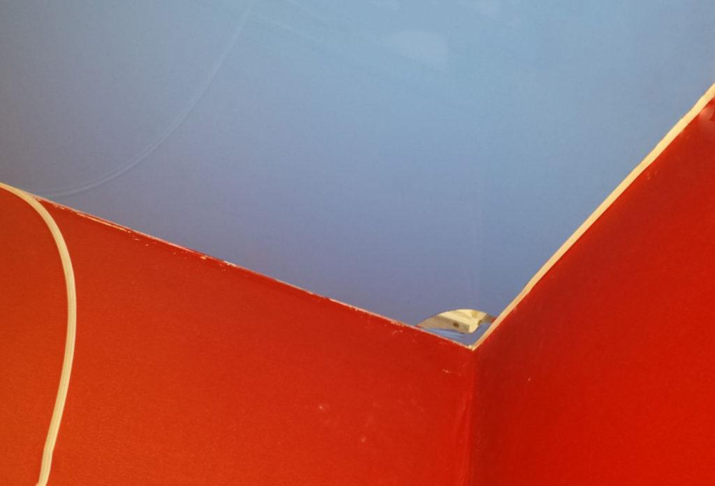 Способы ремонта натяжного потолка