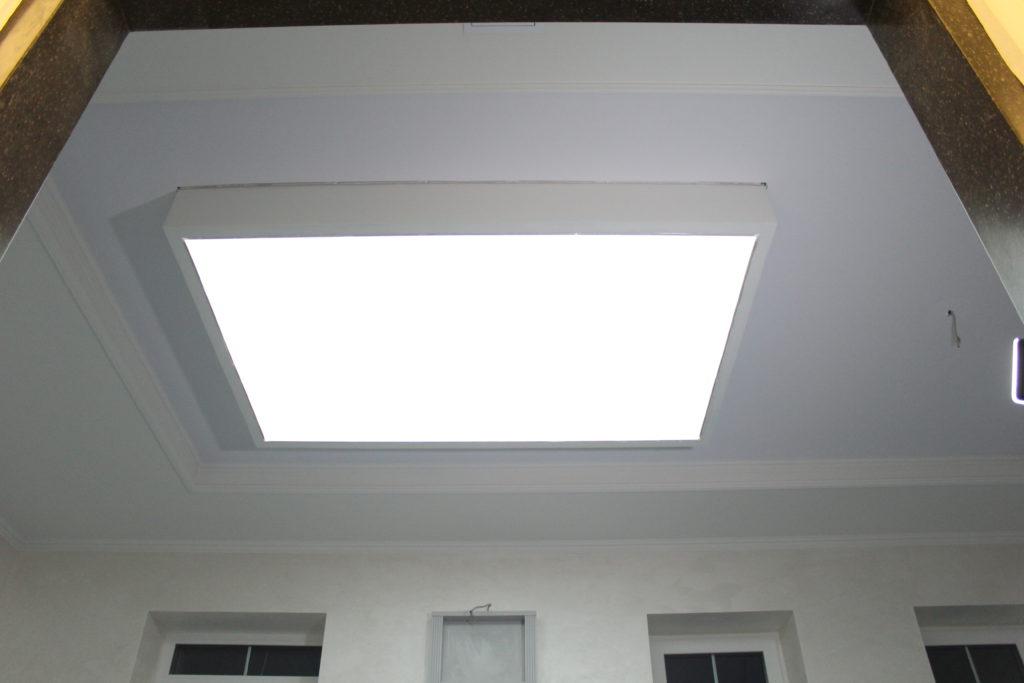 конструкции со скрытой запотолочной подсветкой
