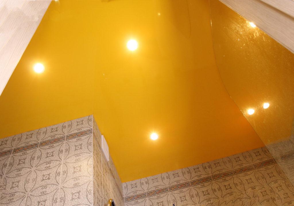 яркий потолок
