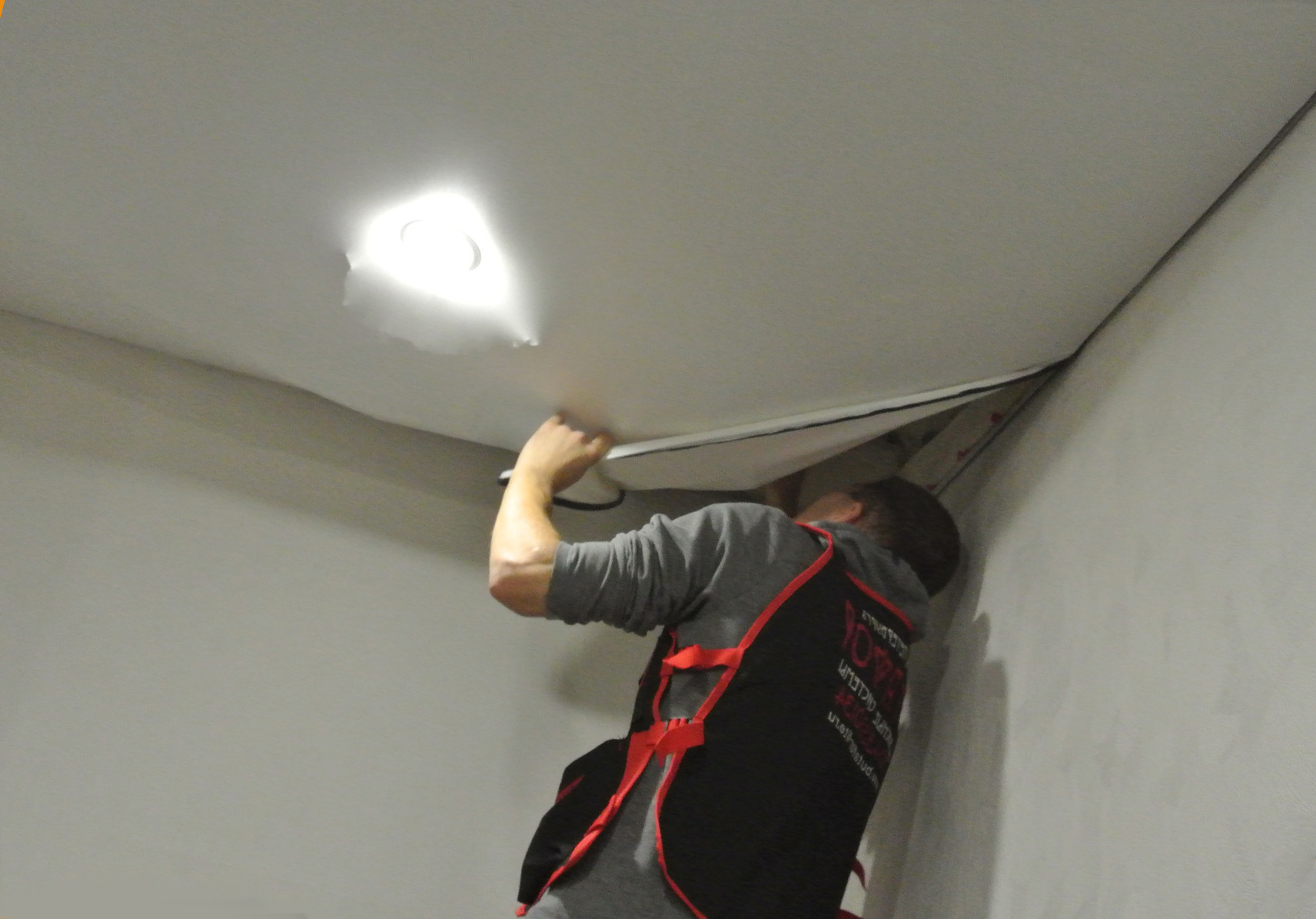 Можно ли использовать натяжной потолок повторно?