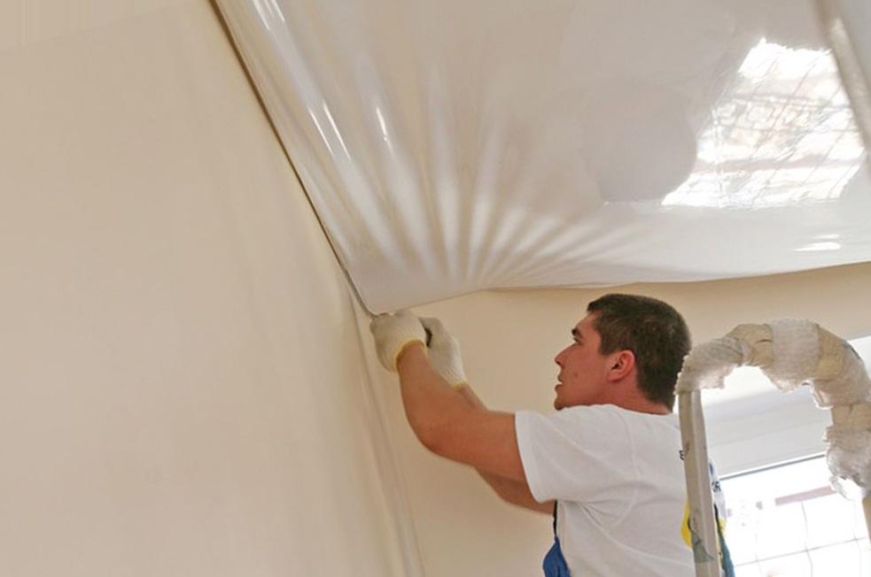 Можно ли повторно натянуть полотно натяжного потолка?
