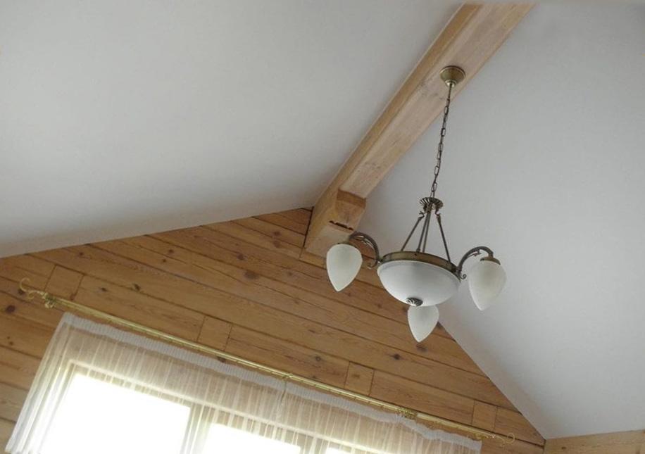 Можно ли устанавливать натяжные потолки на деревянный потолок?