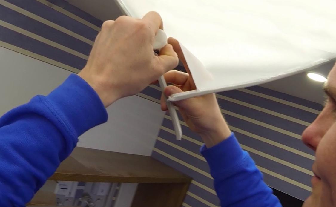 Можно ли отремонтировать натяжной потолок?