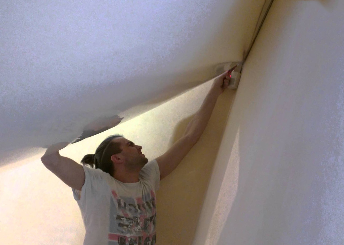 Замена натяжного потолка на новый