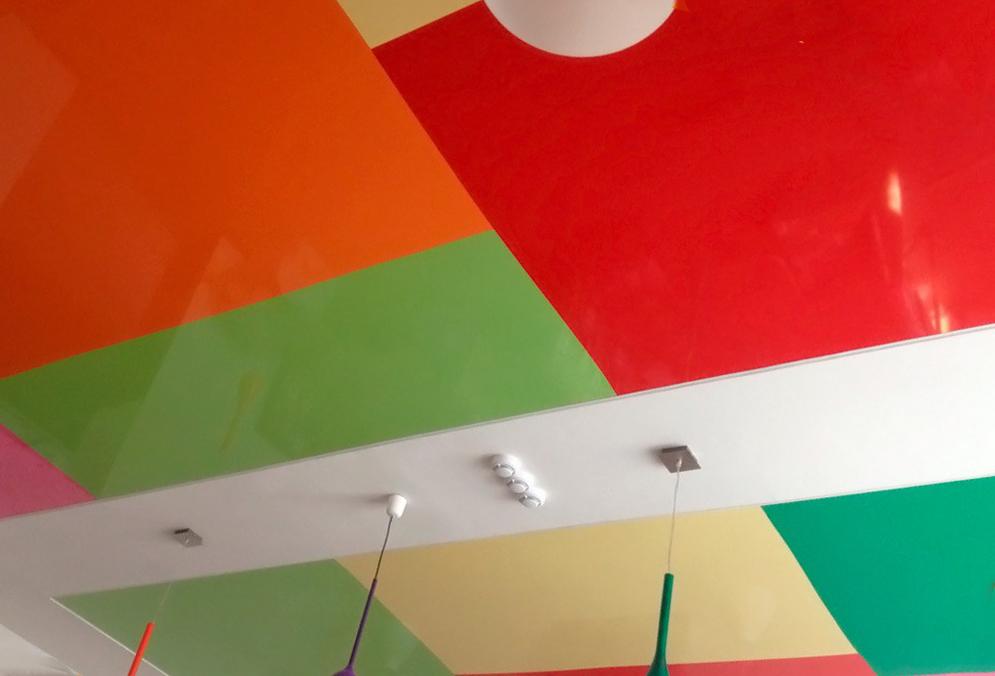 Сочетание цветов натяжных потолков