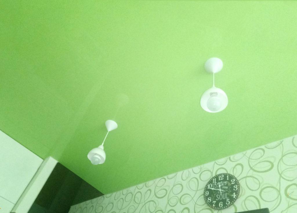 бледно-зеленый
