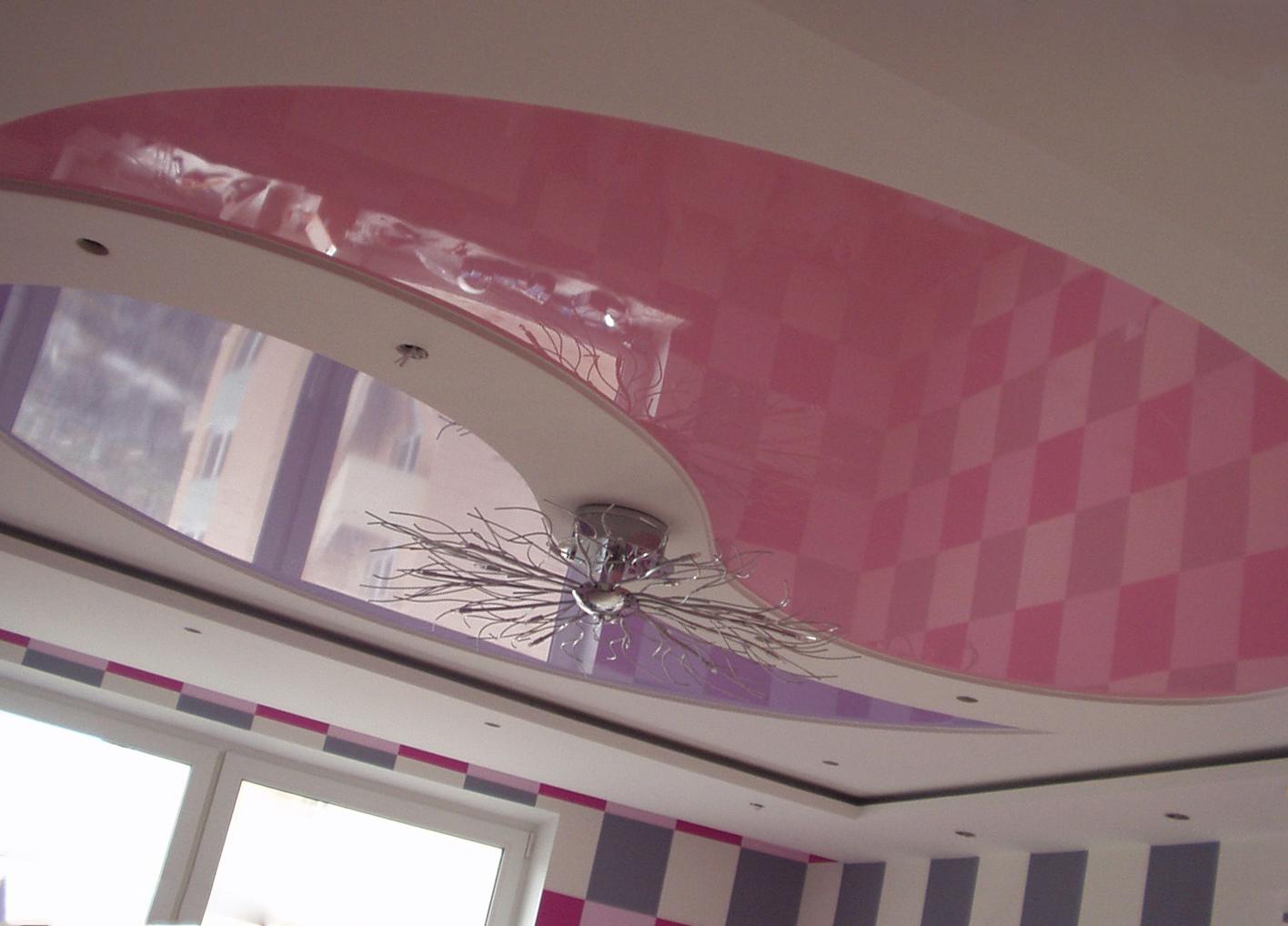 качественный глянцевый потолок