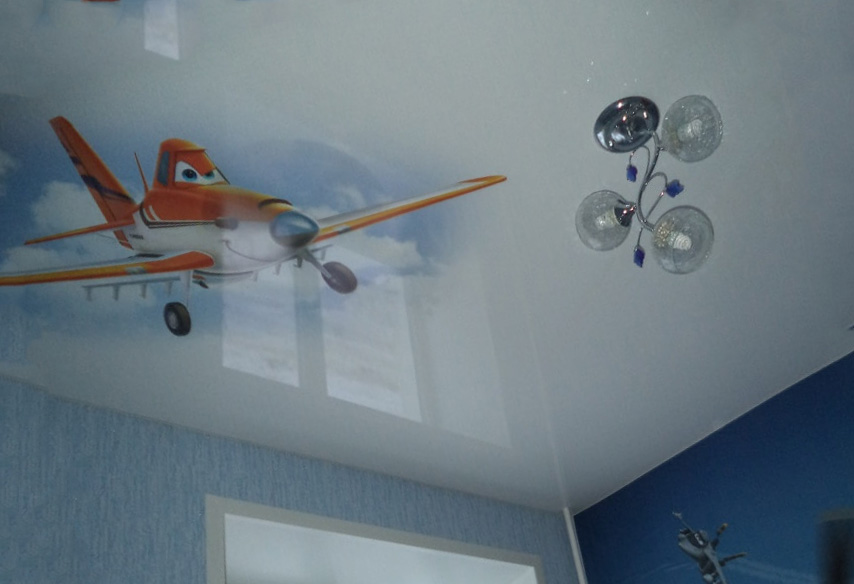 украсить потолок в детской фотопечатью
