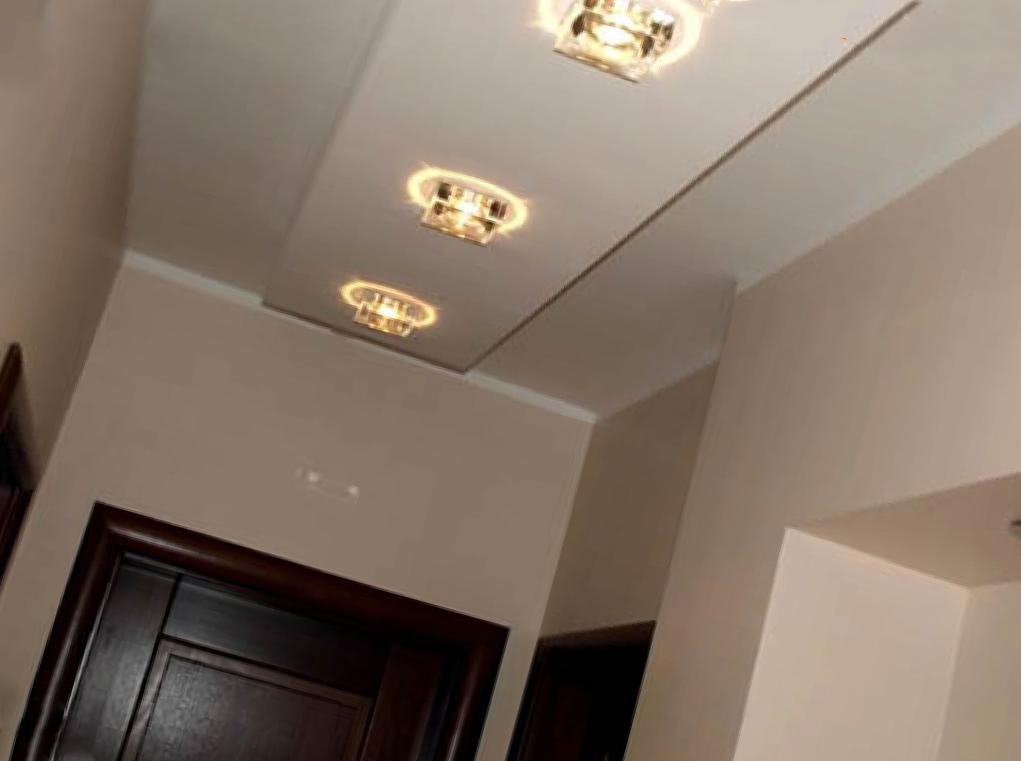 Натяжные потолки в прихожую: дизайн