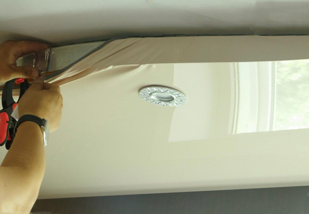 На сколько минимум можно опустить натяжной потолок?