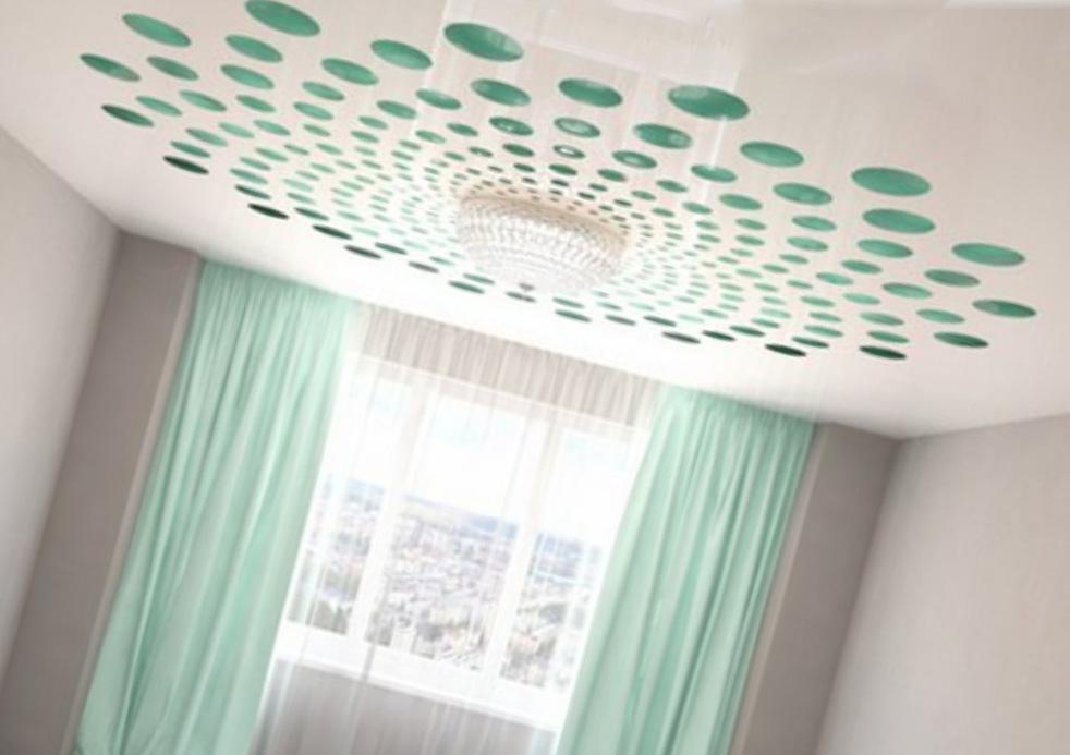 Спальня с резными потолками