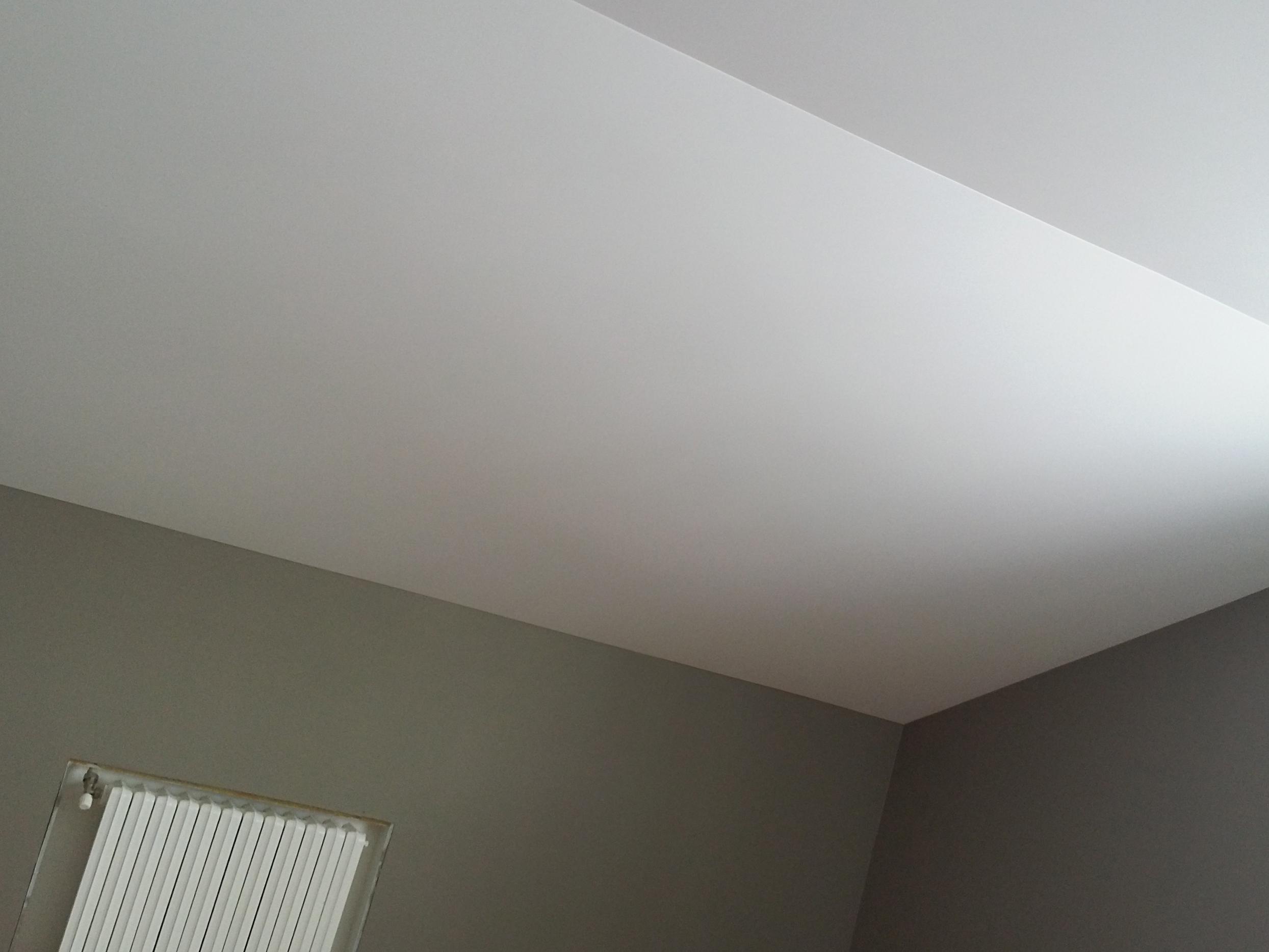 Примыкание натяжного потолка к стенеПримыкание натяжного потолка к стене